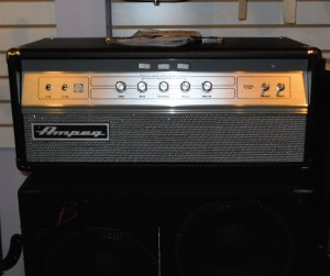 Ampeg V4B Bass Head