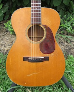 1952 Martin 00-18 for sale at Atlanta Discount Music body 2